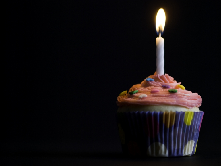 one-cupcake-and-candle